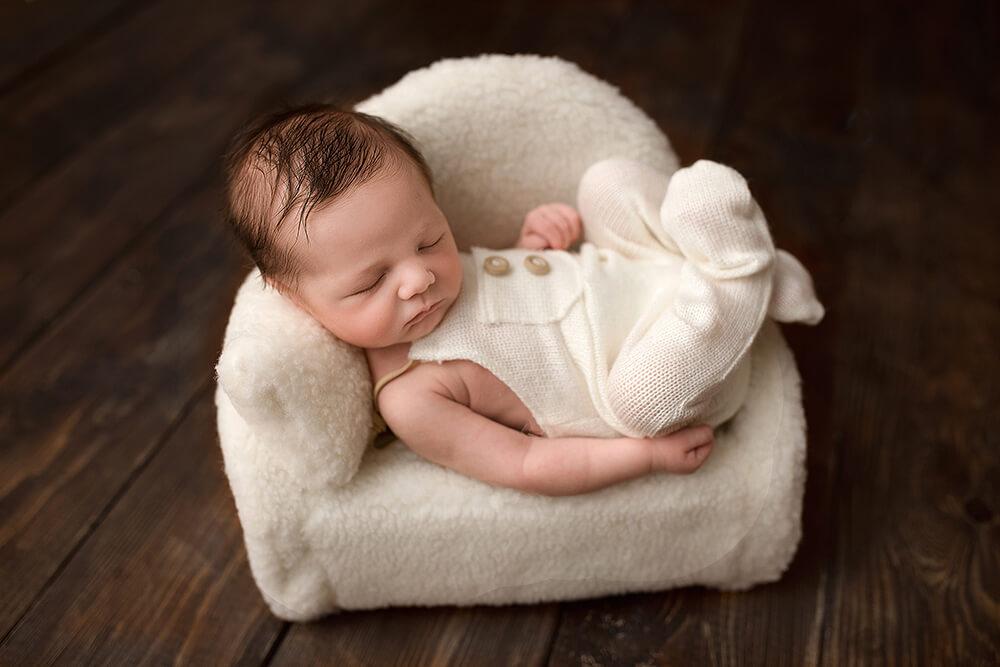 Fotografa per servizi Newborn a Verona e Trento. Neonato: Ludovico. Hunny Pixel fotografa professionista newborn, neonati, maternità e ritratti di famiglia a Verona e Trento.